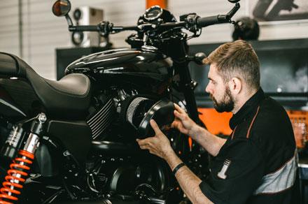 Détails de la mécanique d'une moto